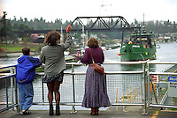 Families welcome crabber F/V Northern Orion as it approaches the Ballard Locks as it returns to Seattle after a crab season in the Bering Sea. (© Karen Ducey)