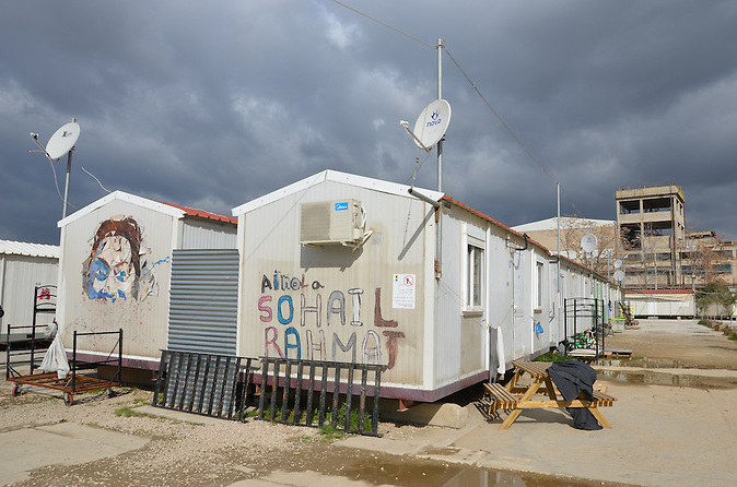 Über 60.000 Flüchtlinge und Migranten sitzen in Griechenland fest. Viele leben unter unmenschlichen Bedingungen.