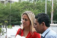 SAO PAULO, SP, 16 DE SETEMBRO DE 2013 -  CASO BIANCA CONSOLI. Daiane Consoli, chega para o novo julgamento do motoboy Sandro Dota (42), acusado de estuprar e matar a ex-cunhada, Bianca Consoli, quando ela tinha 19 anos, em 2011. Após o júri ter sido cancelado no mês passado, começa nesta segunda-feira (16), o novo julgamento, agora com acusado na condição de réu confesso, no Fórum Criminal Ministro Mário Guimarães – Barra Funda – zona oeste da Capital. FOTO: MAURICIO CAMARGO / BRAZIL PHOTO PRESS.
