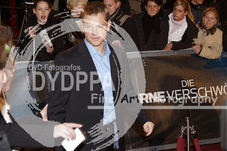 """Actor Matt Damon attends the Germany Premiere of """"Die Bourne Verschwörung / The Bourne Supremacy"""" at CineStar am Potsdamer Platz, Berlin"""