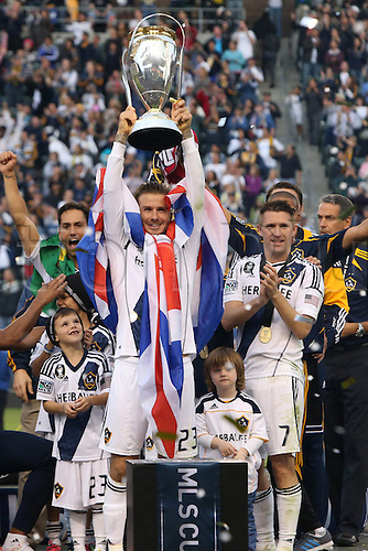 01.12.2012. Home Deport Center, Carson, California, USA. Los Angeles' David Beckham (ENG), with Robbie Keane (IRL) (right), holds the Philip F. Anschutz Trophy overhead. The Los Angeles Galaxy played the Houston Dynamo at the Home Depot Center in Carson, California in MLS Cup 2012. Los Angeles won the game 3-1.