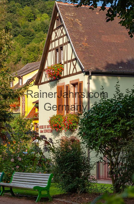 France, Alsace, Haut-Rhin, Kaysersberg: Dr. Albert Schweitzer Museum, his native town | Frankreich, Elsass, Haut-Rhin, Kaysersberg: Dr. Albert Schweitzer Museum, Sohn der Stadt
