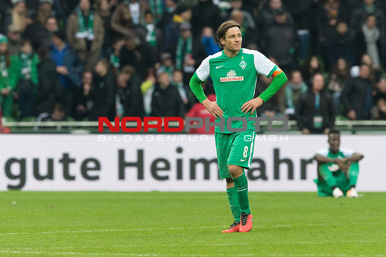19.03.2016, Weser Stadion, Bremen, GER, 1.FBL. Werder Bremen vs FSV Mainz 05, im Bild<br /> <br /> Clemens Fritz (Bremen #8)<br /> entt&auml;uscht / enttaeuscht / traurig <br /> gute Heimfahrt<br /> <br /> Papy Djilobodji  (Bremen #3)<br /> <br /> Foto &copy; nordphoto / Kokenge