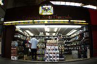 ATENÇÃO EDITOR: FOTO EMBARGADA PARA VEÍCULOS INTERNACIONAIS. - SAO PAULO, SP, 04 DE SETEMBRO 2012 - EXPOCACHACA -  Segunda edicao do evento em São Paulo a Expocachaça Dose Dupla.  A desgutacao acontece entre os dias 04 a 09 de setembro no Mercado Municipal Paulistano, o Mercadao, regiao  do centro de SP - FOTO LOLA OLIVEIRA/BRAZIL PHOTO PRESS
