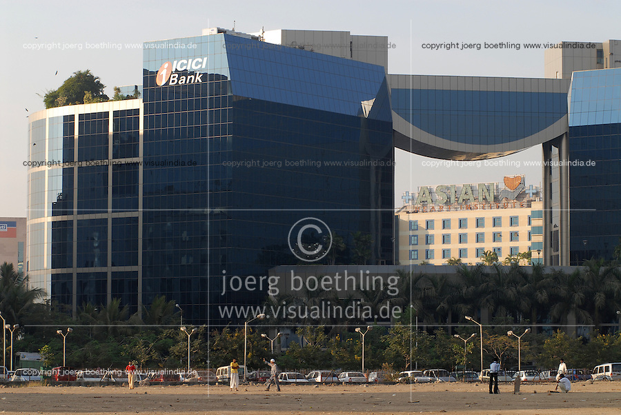 INDIEN Bombay Mumbai das Wirtschaftszentrum Finanzzentrum Indiens, neuer Bandra Kurla Komplex mit Bueros für Firmen, ICICI Bank / INDIA Mumbai Bombay, new business complex Bandra-Kurla with new office space, ICICI Bank