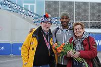 SPEEDSKATING: Shani Davis (USA), Wicher en Rietje Soek (grandpa & grandma in The Netherlands), ©foto Martin de Jong