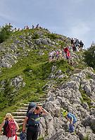 Touristen wandern hoch zur Spitze des Jenner - Berchtesgaden 17.07.2019: Fahrt auf den Jenner