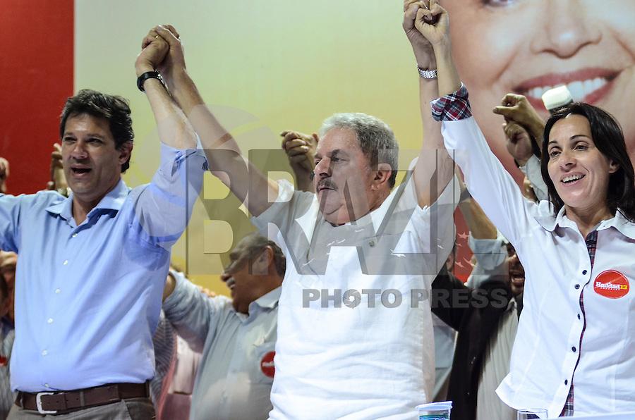 ATENÇÃO EDITOR: FOTO EMBARGADA PARA VEÍCULOS INTERNACIONAIS. SAO PAULO, 11 DE SETEMBRO DE 2012 - ELEICOES 2012 HADDAD - Candidato Fernando Haddad com o ex presidente Lula e a vice Nadia Campeao, durante Plenaria com Sindicalistas, na quadra dos bancarios, regiao central da capital na tarde desta terca feira. FOTO: ALEXANDRE MOREIRA - BRAZIL PHOTO PRESS