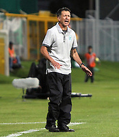 BOGOTA - COLOMBIA-20-04-2013:  Juan Carlos Osorio director técnico    del Atlético Nacional   contra Seguros La Equidad   durante partido en el estadio  de Techo de la ciudad de Bogotá, abril 20 de 2013. partido por la  fecha doce  de la Liga Postobon I. (Foto: VizzorImage / Felipe Caicedo / Staff).  Coach Juan Carlos Osorio against Atletico Nacional during party Insurance Equity Stadium roof in the city of Bogota, April 20, 2013. match the twelfth day of the Liga Postobon I . (Foto: VizzorImage / Felipe Caicedo / Staff). .