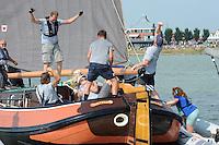 ZEILEN: STAVOREN: IJsselmeer, 26-07-2014, SKS skûtsjesilen, blijdschap bij winnaar Drachten met schipper Jeroen Pietersma en adviseur Harmen Brouwer, ©Martin de Jong