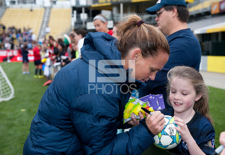 Christie Rampone, Fans.   The USWNT held a public training at Crew Stadium in Columbus, OH.