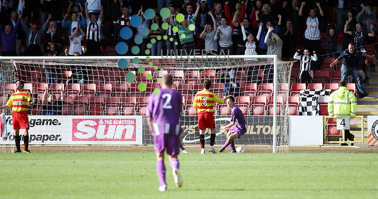 Partick Thistle v Dunfermline.Saturday 25th Sept 2010 .Irn Bru 1st Division.Adny Kirk's shot hits the post and goes in for Dunfermlines second..www.universalnewsandsport.com.(0ffice) 0844 884 51 22...