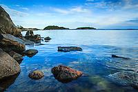 Stenar vid Björnö vid Nämdöfjärden i Stockholms skärgård. / Stones at Björnö at Nämdö Bay in the Stockholm archipelago.