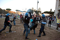 Roma  15 Ottobre 2011.Manifestazione contro la crisi e l'austerità.Scontri tra manifestanti e forze dell'ordine.La polizia carica i manifestanti non coninvolti negli scontri sul piazzale antistante la Basilica di San Giovanni