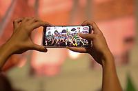 """RIO DE JANEIRO,RJ, 26.10.2018 - ELEIÇÕES-2018 - Ato intitulado """"Caminhada da Virada"""" em apoio ao candidato Fernando Haddad (PT) a Presidencia da Republica em frente a Igreja da Candelária caminhando até a Praça da Cinelândia, região central do Rio de Janeiro, nesta sexta-feira, 26. (Foto: Vanessa Ataliba/Brazil Photo Press)"""