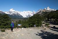 Argentina, Patagonia, El Chalten: View of Cerro Fitz Roy and Cerro Torre from Mirador del Cerro Torre | Argentinien, Patagonien, El Chalten: Cerro Fitz Roy und Cerro Torre bei vom Aussichtspunkt Mirador del Cerro Torre