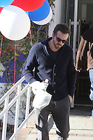 Ryan Reynolds' Saturday Breakfast Stop - Los Angeles - Exclusive