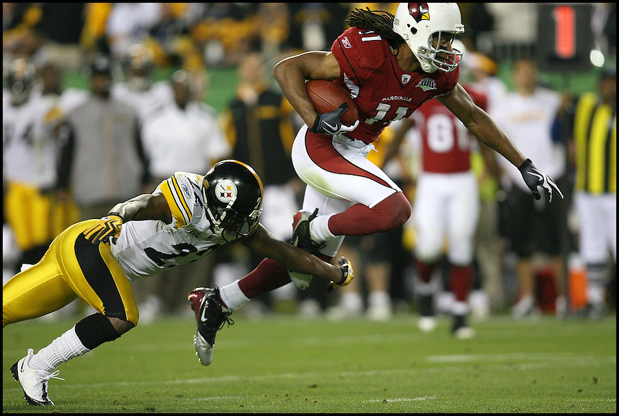 TAMPA, FL-.Arizona Cardinals wide receiver Larry Fitzgerald eludes Pittsburgh Steelers' William Gay during the fourth quarter of Super Bowl XLIII at Raymond James Stadium in Tampa on Sunday, February 1st, 2009.  Fitzgerald went on to score two touchdowns for the Cardinals in the fourth quarter..(Photo by Brian Blanco/Bradenton Herald)