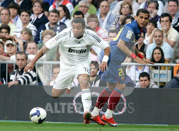 Real Madrid's Marcelo against  Barcelona's Daniel Alves during La Liga match, May 2, 2009. (ALTERPHOTOS/Alvaro Hernandez).