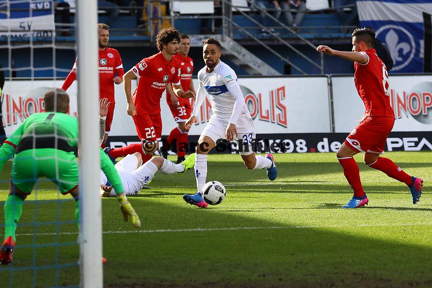 Sidney Sam (SV Darmstadt 98) setzt sich durch - 11.03.2017: SV Darmstadt 98 vs. 1. FSV Mainz 05, Johnny Heimes Stadion am Boellenfalltor