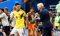 SARANSK - RUSIA, 19-06-2018: Radamel FALCAO jugador de Colombia recibe intrucciones de su técnico Jose PEKERMAN durante partido de la primera fase, Grupo H, entre Colombia y Japón por la Copa Mundial de la FIFA Rusia 2018 jugado en el estadio Mordovia Arena en Saransk, Rusia. / Radamel FALCAO player of Colombia receives directions from his coach Jose PEKERMAN during the match between Colombia and Japan of the first phase, Group H, for the FIFA World Cup Russia 2018 played at Mordovia Arena stadium in Saransk, Russia. Photo: VizzorImage / Julian Medina / Cont
