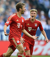 FUSSBALL   1. BUNDESLIGA  SAISON 2012/2013   4. Spieltag FC Schalke 04 - FC Bayern Muenchen      22.09.2012 Jubel nach dem Tor Thomas Mueller und Toni Kroos (v. li., FC Bayern Muenchen)