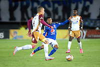 BOGOTA - COLOMBIA -07 -10-2015: Elkin Blanco (Der.) jugador de Millonarios disputan el balón con Andres Uribe (Izq) jugador de Deportes Tolima, durante partido aplazado entre Millonarios y Deportes Tolima, por la fecha 6 de la Liga Aguila II-2015, jugado en el estadio Nemesio Camacho El Campin de la ciudad de Bogota. / Elkin Blanco (R) player of Millonarios vie for the ball with Andres Uribe (L) player of Deportes Tolima, during a posponed match between Millonarios and Deportes Tolima, for the date 6 of the Liga Aguila II-2015 at the Nemesio Camacho El Campin Stadium in Bogota city. Photo: VizzorImage / Luis Ramirez / Staff.