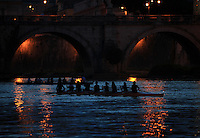 Canottieri sul Tevere, a Roma, 29 giugno 2013.<br /> Oarspeople row on the Tiber river in Rome, 29 June 2013.<br /> UPDATE IMAGES PRESS/Isabella Bonotto