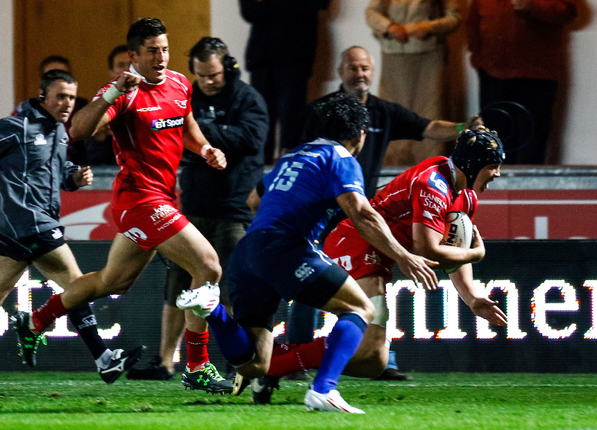 Scarlets' James Davies scores his sides first try<br /> <br /> Photographer Simon King/CameraSport<br /> <br /> Rugby Union - Guinness PRO12 - Scarlets v Leinster - Friday 16th October 2015 - The Liberty Stadium - Swansea<br /> <br /> &copy; CameraSport - 43 Linden Ave. Countesthorpe. Leicester. England. LE8 5PG - Tel: +44 (0) 116 277 4147 - admin@camerasport.com - www.camerasport.com