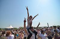 SAO PAULO, SP, 28 DE SETEMBRO DE 2013 – HOLI FESTIVAL: Evento Holi Festival onde os participantes jogam um pó colorido uns aos outros, ao som de música indiana e que foi realizado na manhã deste sabado no Parque Villa Lobos em São Paulo . FOTO: LEVI BIANCO - BRAZIL PHOTO PRESS.