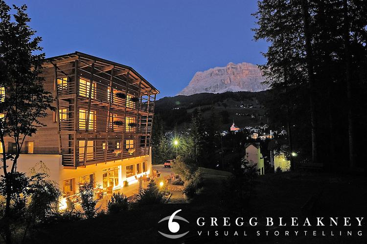 Hotel Melodia del Bosco<br /> Str. Runcac, 8<br /> 39036 Badia/Pedraces (BZ)<br /> Italy - Alta Badia - Dolomites<br />  <br /> Tel. +39/0471/839 620<br /> Fax +39/0471/839 945<br /> info@melodiadelbosco.it<br /> www.melodiadelbosco.it