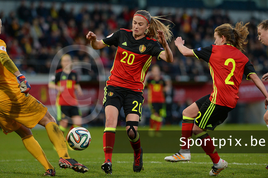 20160412 - LEUVEN ,  BELGIUM : Belgian Julie Biesmans (20)  and Belgian Davina Philtjens (2) pictured in a duel in front of the Estonian goal during the female soccer game between the Belgian Red Flames and Estonia , the fifth game in the qualification for the European Championship in The Netherlands 2017  , Tuesday 12 th April 2016 at Stadion Den Dreef  in Leuven , Belgium. PHOTO SPORTPIX.BE / DAVID CATRY