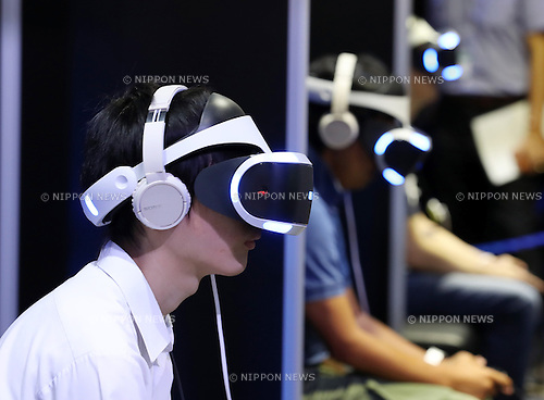Visitors try to play virtual videogames with Sony Interactive Entertainment's PlayStation VR at the annual Tokyo Game Show in Chiba, suburban Tokyo on Thursday, September 15, 2016. The 20th anniversary Show includes show a new Virtual Reality (VR) area. The event hosts 614 exhibitors from 37 different countries and runs from September 15 to 18 at the International Convention Complex Makuhari Messe in Chiba. 1,523 game titles for smartphones, games consoles, PC and VR platforms are on show.   (Photo by Yoshio Tsunoda/AFLO) LWX -ytd-