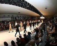 SAO PAULO, SP, 30 OUTUBRO 2012 - SAO PAULO FASHION WEEK - DESFILE JOAO PIMENTA - Modelo durante desfile da grife Joao Pimenta na Temporada Inverno 2013 da Sao Paulo Fashion Week, no Parque Villa Lobos na regiao sul da capital paulista, nesta terca-feira, 29. (FOTO: MAURICIO CAMARGO / BRAZIL PHOTO PRESS).