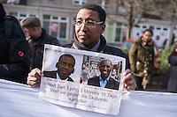 """Etwa 200 Menschen beteiligten sich am Samstag den 27. Februar 2016 zum Jahrestag der sog. """"Berliner Afrika-Konferenz"""" an einem Gedenkmarsch in Erinnerung an die Opfer des Kolonialismus, des Sklavenhandels und der Ausbeutung Afrkias durch die Europaeischen Staaten. Sie forderten die Beendigung der Besetzung der Westsahara durch Marokko und ein Ende der Sklaverei in Mauretanien, wo nach unabhaengigen Angaben noch ca. 20 Prozent der Bevoelkerung versklavt sind.<br /> Im Bild: Ein Veranstaltungsteilnehmer haelt ein Plakat mit den Bildern von Biram Dah Abdeid und Brahim Bilal Ramdhane, zwei Aktivisten, die wegen ihres Kampfes die Sklaverei in Mauretanien ihnhaftiert wurden.<br /> 27.2.2016, Berlin<br /> Copyright: Christian-Ditsch.de<br /> [Inhaltsveraendernde Manipulation des Fotos nur nach ausdruecklicher Genehmigung des Fotografen. Vereinbarungen ueber Abtretung von Persoenlichkeitsrechten/Model Release der abgebildeten Person/Personen liegen nicht vor. NO MODEL RELEASE! Nur fuer Redaktionelle Zwecke. Don't publish without copyright Christian-Ditsch.de, Veroeffentlichung nur mit Fotografennennung, sowie gegen Honorar, MwSt. und Beleg. Konto: I N G - D i B a, IBAN DE58500105175400192269, BIC INGDDEFFXXX, Kontakt: post@christian-ditsch.de<br /> Bei der Bearbeitung der Dateiinformationen darf die Urheberkennzeichnung in den EXIF- und  IPTC-Daten nicht entfernt werden, diese sind in digitalen Medien nach §95c UrhG rechtlich geschuetzt. Der Urhebervermerk wird gemaess §13 UrhG verlangt.]"""
