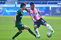 BARRANQUILLA- COLOMBIA -20-11-2016: German Gutierrez (Der.) jugador de Atletico Junior disputa el balón con Wilmer Pacheco (Izq.) jugador de La Equidad, durante partido entre Atletico Junior y La Equidad, por la fecha 20 de la Liga Aguila II-2016, jugado en el estadio Metropolitano Roberto Melendez de la ciudad de Barranquilla. / German Gutierrez (R) player of Atletico Junior vies for the ball with con Wilmer Pacheco (L) player of La Equidad, during a match between Atletico Junior and La Equidad, for the date 20 of the Liga Aguila II-2016 at the Metropolitano Roberto Melendez Stadium in Barranquilla city, Photo: VizzorImage  / Alfonso Cervantes / Cont.