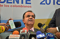 BOGOTA - COLOMBIA. 19-05-2014.  Oscar Ivan Zuluaga candidato presidencial en Colombia por el partido Centro democrático durante una rueda de prensa en Bogota, Colombia,  previo a las elecciones presidenciales el próximo 25 de mayo de 2014./ Oscar Ivan Zuluaga presidential colombian canditate by Democratic Center party during a press conference in Bogota, Colombia, today prior the Presidential elections in May 25 2014. Photo: VizzorImage / Cont