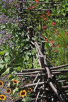 Europe/France/Aquitaine/40/Landes/ Lencouacq: détail mode de cloture dans le Jardin Potager de la Ferme Auberge du Jardin de Violette chez Violette Valés - agricultrice et restauratrice