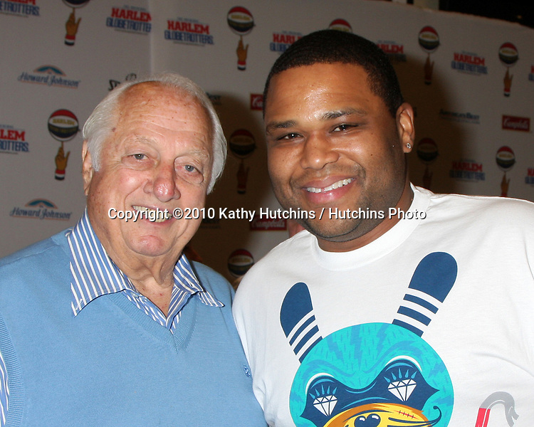 Tommy Lasorda & Anthony Anderson.at the Harlem Globetrotters Game .Staples Center.Los Angeles, CA.February 14, 2010.©2010 Kathy Hutchins / Hutchins Photo....