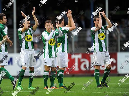 2011-08-17 / Voetbal / seizoen 2011-2012 / Rupel-Boom - Racing Mechelen / De spelers van Racing Mechelen groeten de talrijke fans..Foto: mpics