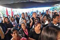 Temixco, Morelos. 03 de enero de 2016.- El obispo de la Diócesis de Cuernavaca Ramón Castro Castro ofició misa de cuerpo presente en el domicilio de la alcaldesa de Temixco Gisela Mota, ejecutada la mañana de este sábado por un comando armado. Fotos: Noé Knapp