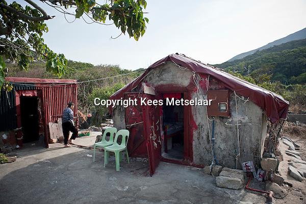 Hong Kong, Lamma Island, 14 March 2009 <br /> <br /> The old village of Tung O. Many traditional houses deserted and some are falling apart.<br /> <br /> <br /> Het oude dorp Tung O op Zuid Lamma. Veel verlaten oude dorpshuizen. Sommigen worden nu gerenoveerd. <br /> <br /> Photo Kees Metselaar/ Hollandse Hoogte
