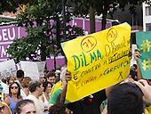 A protester carries a hand-written placard 'Dilm, Brazil is not against Petrobras, we are against corruption'. Rio de Janeiro, Brazil, 15th March 2015. Popular demonstration against the President, Dilma Rousseff in Copacabana. Photo © Sue Cunningham sue@scphotographic.com.