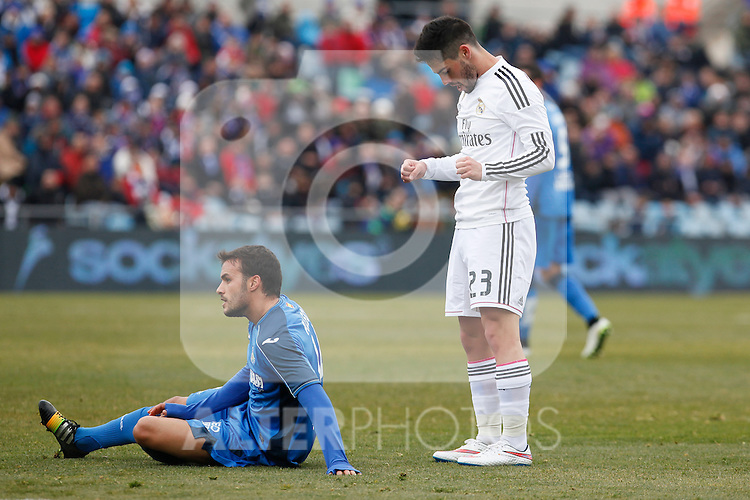 Getafe´s Pedro Leon (L) and Real Madrid´s Isco during La Liga match at Coliseum Alfonso Perez stadium  in Getafe, Spain. January 18, 2015. (ALTERPHOTOS/Victor Blanco)