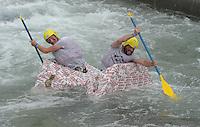 """Best of Pappbootrennen 2013 im Kanupark Markkleeberg anlässlich des Wasserfest 2013 - Team """"Wagner Re""""boot""""ed"""" . Foto: Norman Rembarz"""