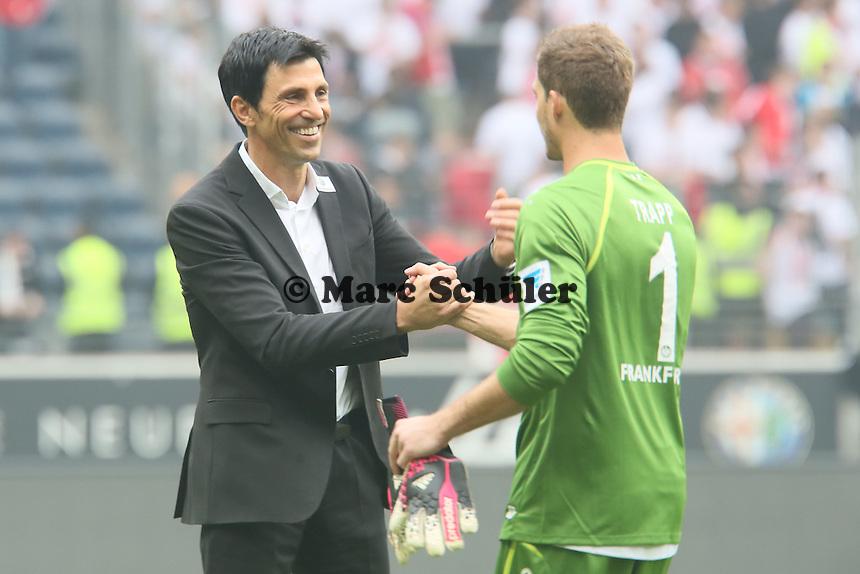 Manager Bruno Hübner mit Kevin Trapp (Eintracht) - Eintracht Frankfurt vs. 1. FSV Mainz 05