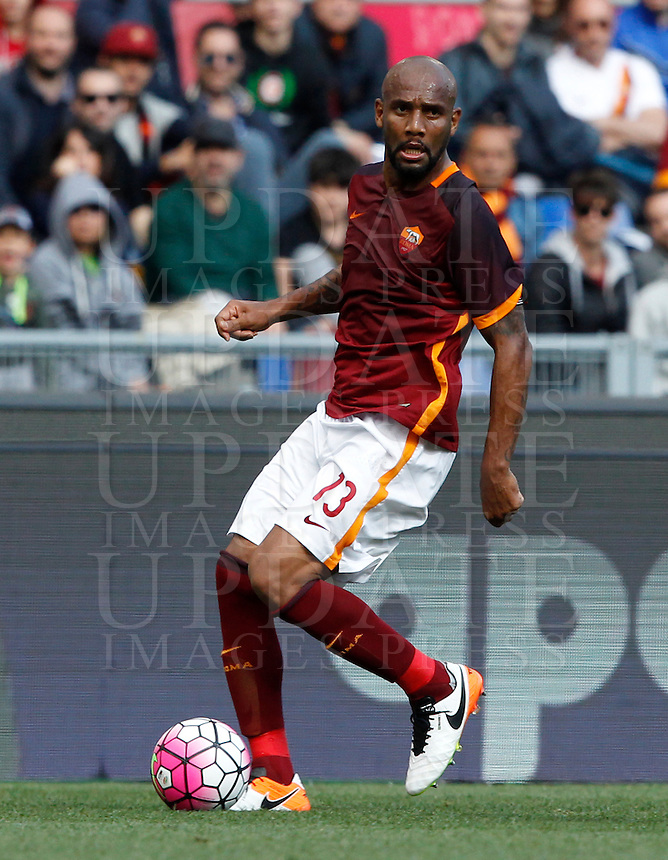 Calcio, Serie A: Roma vs Napoli. Roma, stadio Olimpico, 25 aprile 2016.<br /> Roma's Maicon in action during the Italian Serie A football match between Roma and Napoli at Rome's Olympic stadium, 25 April 2016.<br /> UPDATE IMAGES PRESS/Riccardo De Luca