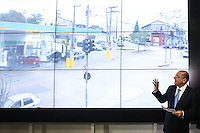 SAO PAULO, SP, 26.05.2014 - ALKCMIN VISITA CENTRO DE COMANDO INTEGRADO DE MONITORAMENTO -  <br /> O governador de Sao Paulo Geraldo Alckmin durante visita ao Centro de Comando Integrado de Monitoramento. O Centro vai contar com 60 posi&ccedil;&otilde;es na sala de opera&ccedil;&otilde;es, ocupadas por diversas ag&ecirc;ncias (pol&iacute;cias estaduais, federal, &oacute;rg&atilde;os de transportes, bombeiros, ag&ecirc;ncias reguladoras, aeroportos etc). Al&eacute;m disso, contar&aacute; com setores de planejamento, administra&ccedil;&atilde;o e log&iacute;stica. No bairro da Luz regiao central de Sao Paulo, nesta segunda-feira, 26. (Foto: William Volcov / Brazil Photo Press).