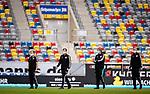 nph00351:  Fussball, 1. Bundesliga, Saison 19/20, 26. Spieltag, Fortuna Düsseldorf - FC Paderborn 07, 16.05.2020: Schiedsrichtergespann um Frank Willenborg (2.l) vor dem Spiel.<br /> <br /> Foto: Moritz Müller/Pool /Verbreitung via Meuter/nordphoto<br /> <br /> Nur für journalistische Zwecke! Only for editorial use!<br /> <br /> Gemäß den Vorgaben der DFL Deutsche Fußball Liga ist es untersagt, in dem Stadion und/oder vom Spiel angefertigte Fotoaufnahmen in Form von Sequenzbildern und/oder videoähnlichen Fotostrecken zu verwerten bzw. verwerten zu lassen. DFL regulations prohibit any use of photographs as image sequences and/or quasi-video.