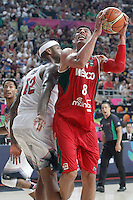 USA's DeMarcus Cousins (l) and Mexico's Gustavo Ayon during 2014 FIBA Basketball World Cup Round of 16 match.September 6,2014.(ALTERPHOTOS/Acero)